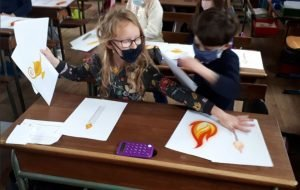 Maud et Watty sensibilisent les élèves de Saint Jean Baptiste aux économies de lumière